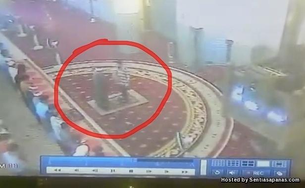 Video Detik Imam Masjid Negara Ditampar Ketika Solat Jumaat