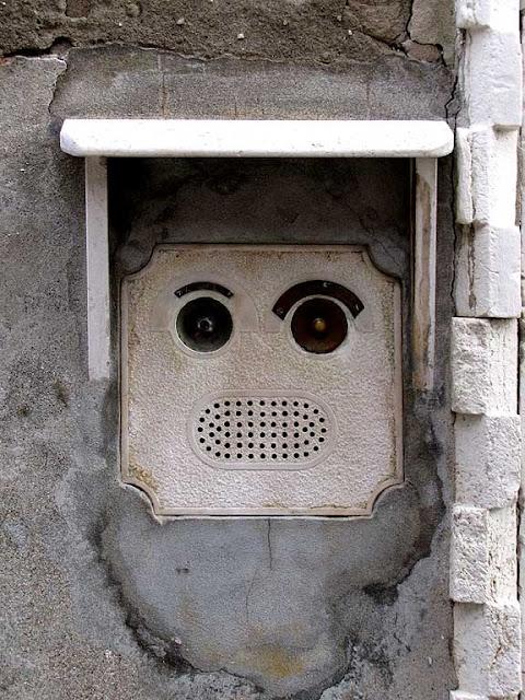 Robot-head buzzer, campo dei Mori, Venice