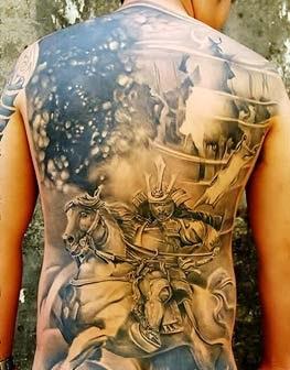 fotos de tattoo de samurai com cavalo e significados
