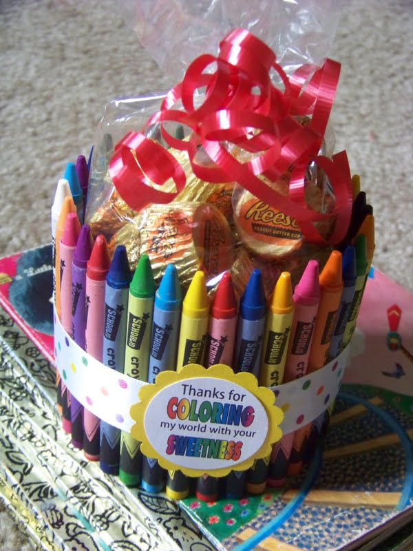 finished off the gift by adding a bag of candy to the center of the ...