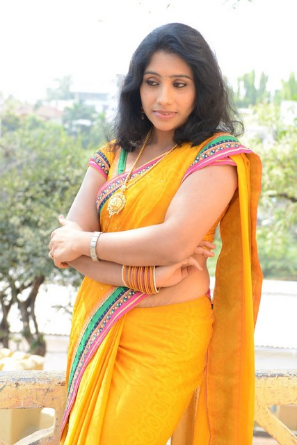 largest navel,cleavage,hip,waist photo collections : Latha saree navel ...
