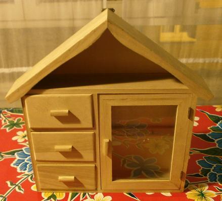 Telas cajas y tinajas casita de madera decorada - Casitas pequenas de madera ...