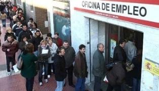 Colas de desempleados interminables