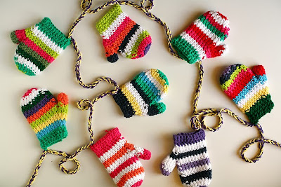 free crochet mitten garland