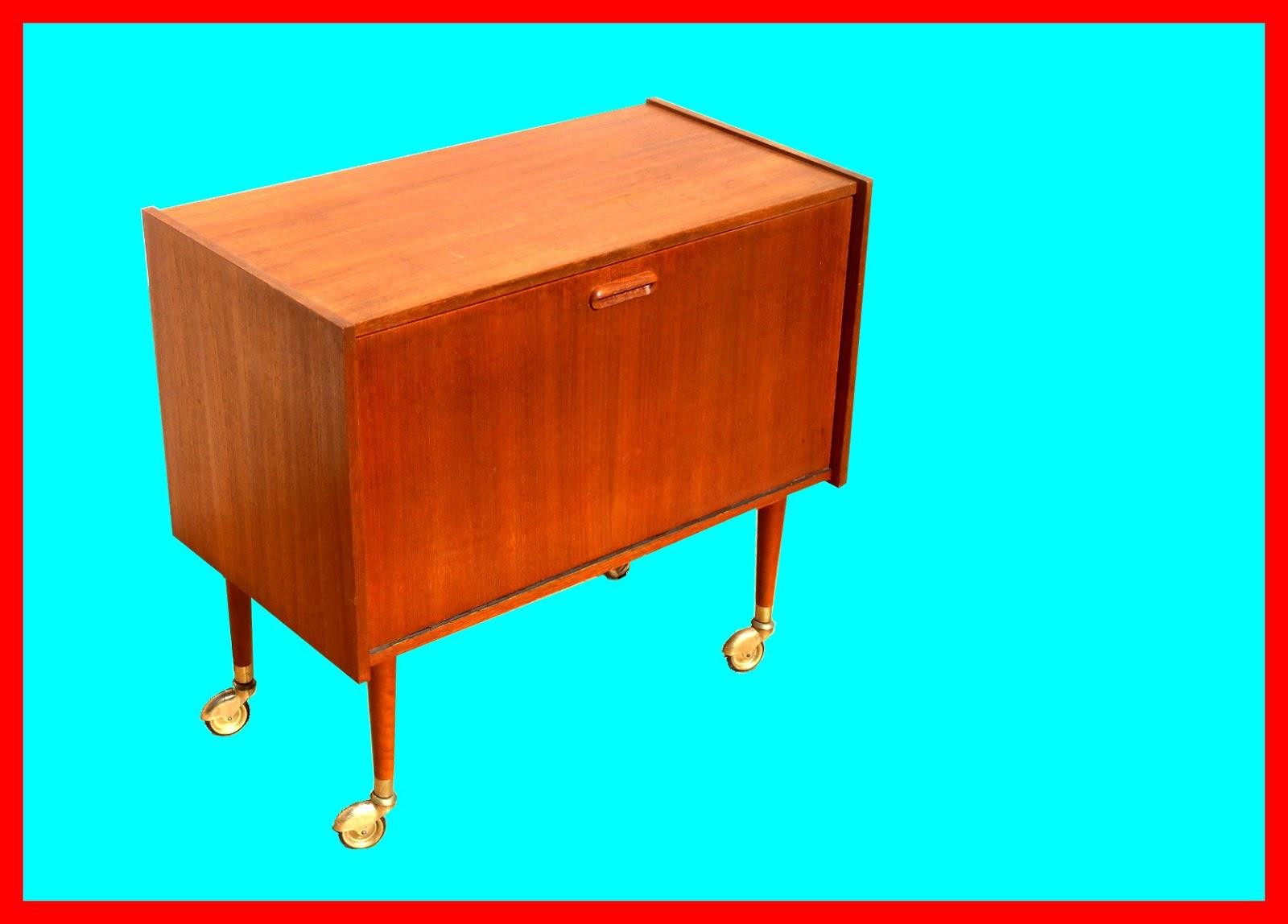 diy r nover un meuble bar des ann es 60 kitty crumpets. Black Bedroom Furniture Sets. Home Design Ideas