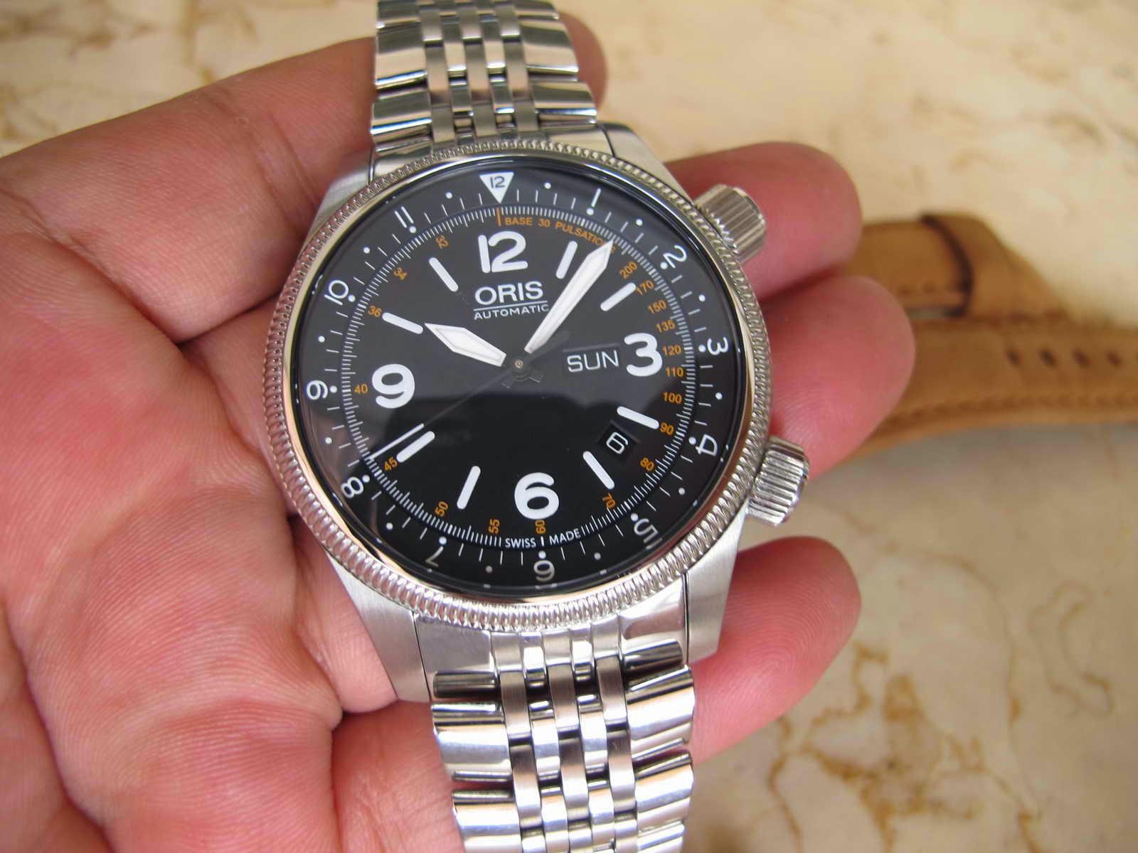 Jam disertakan dengan bracelet dan bonus leather strap Cocok untuk Anda yang sedang mencari jam tangan produksi terbatas Limited Edition