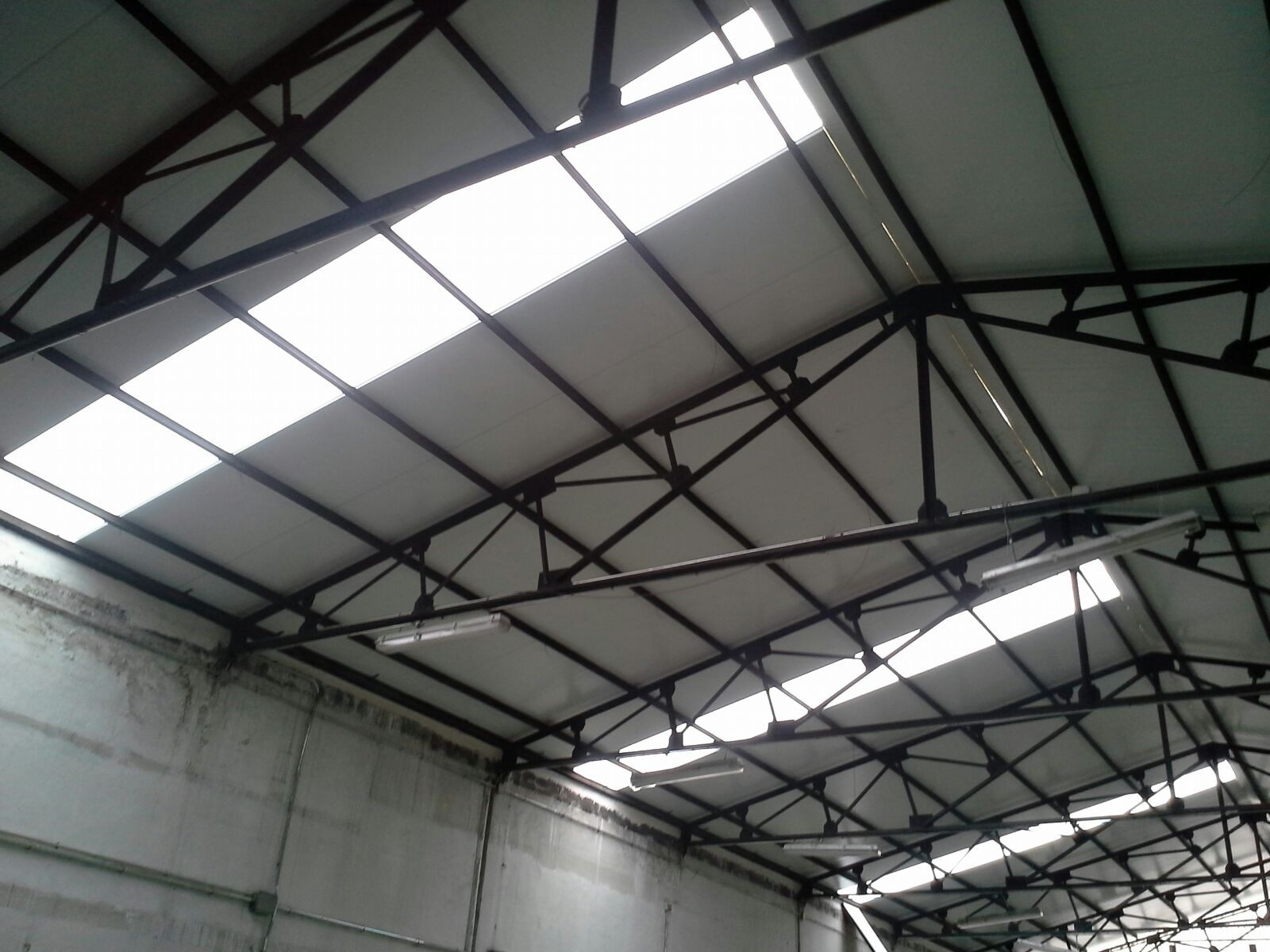 Instaladores panel s ndwich madrid for Cubiertas transparentes para techos