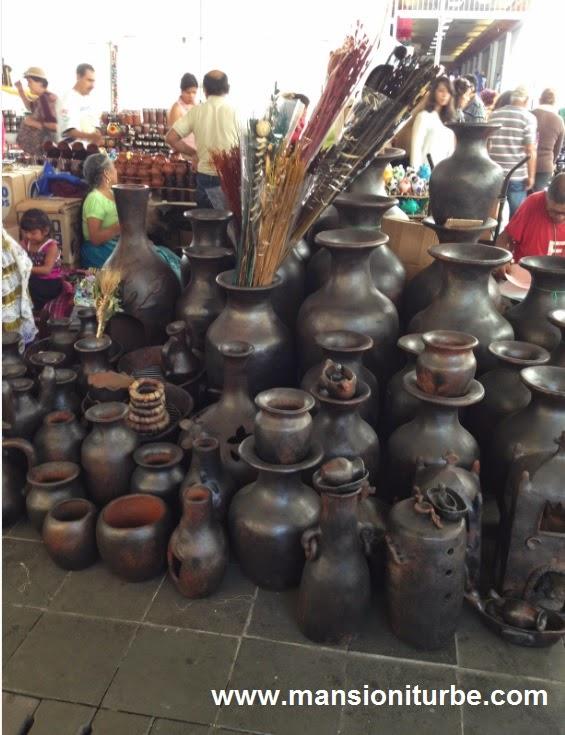 Compra de Artesanías en el Tianguis de Domingo de Ramos en Uruapan