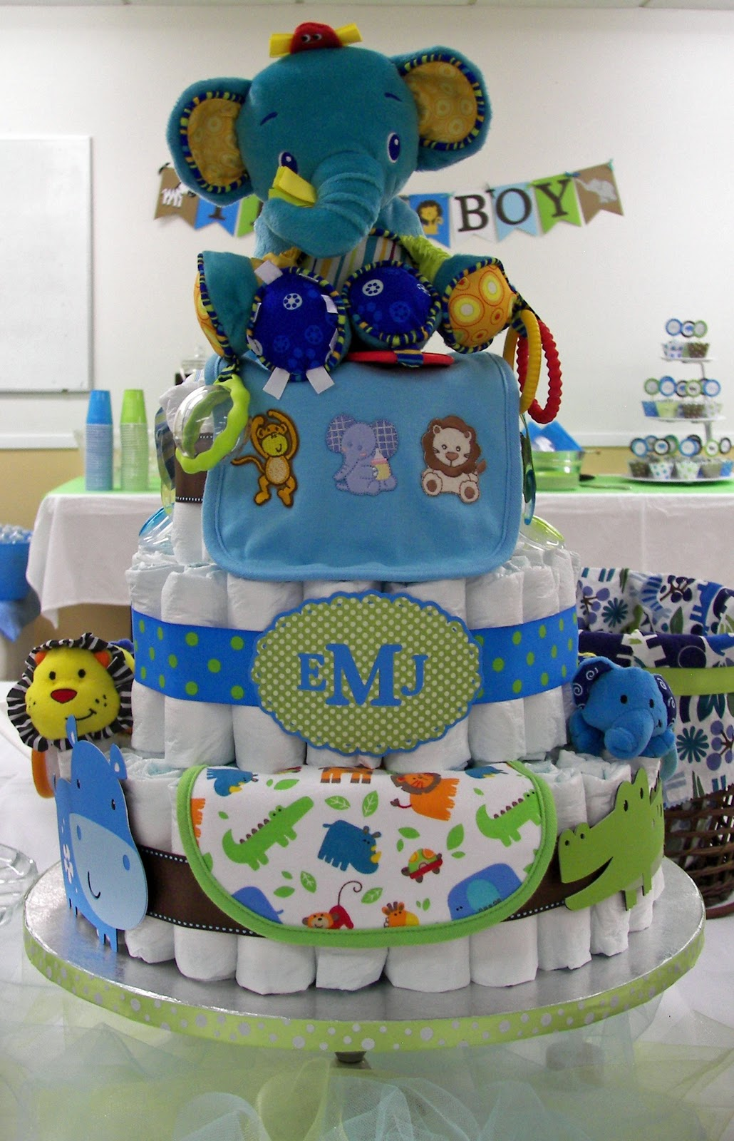 Baby Shower Zoo Cakes ~ Musings of a crafty mom zoo themed baby shower