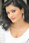 Ishitha Vyas sizzling pics-thumbnail-20