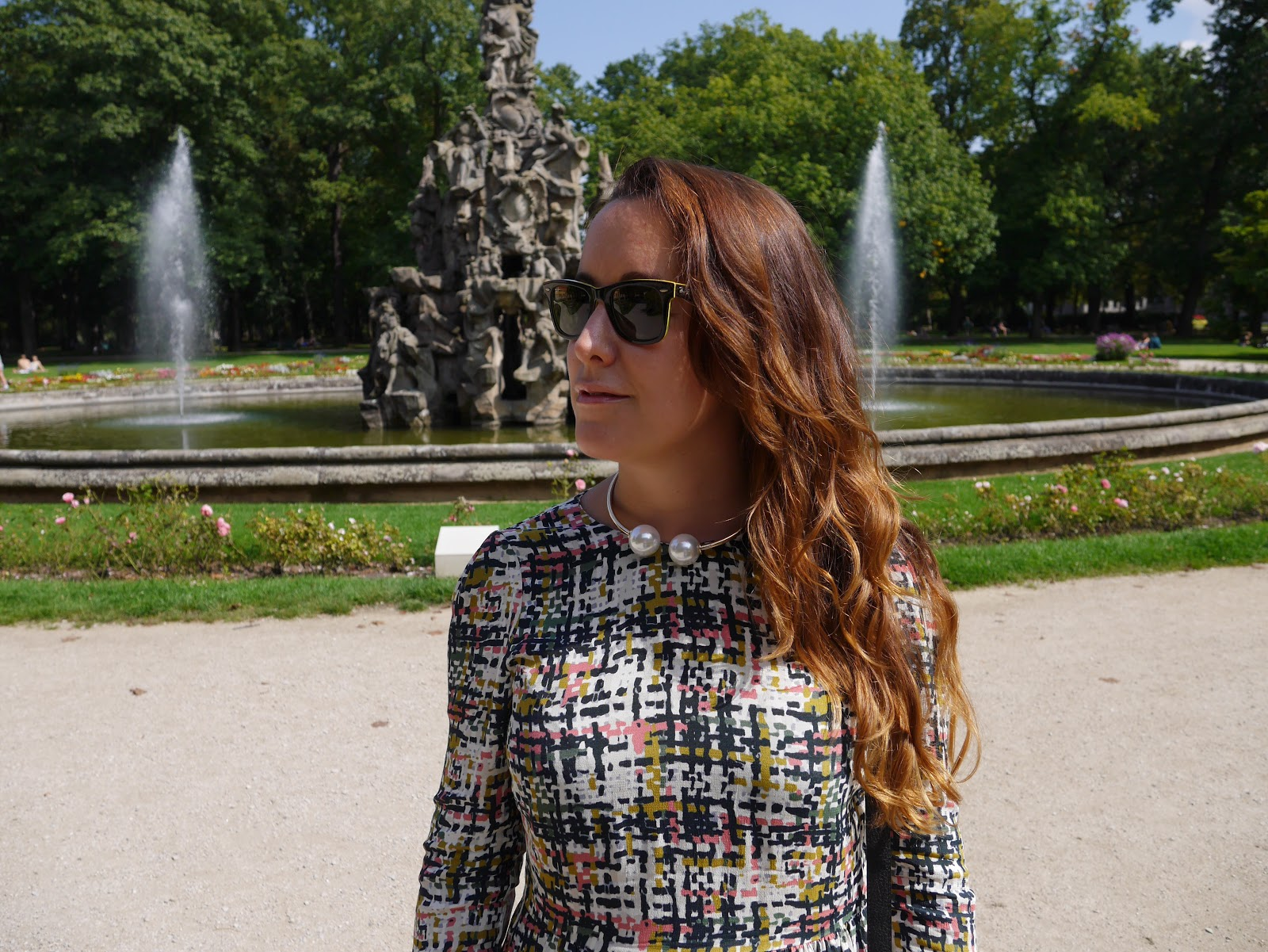 Street Style, Zara dress, Zara choker necklace, Rayban, egoblogger, fashion blogger
