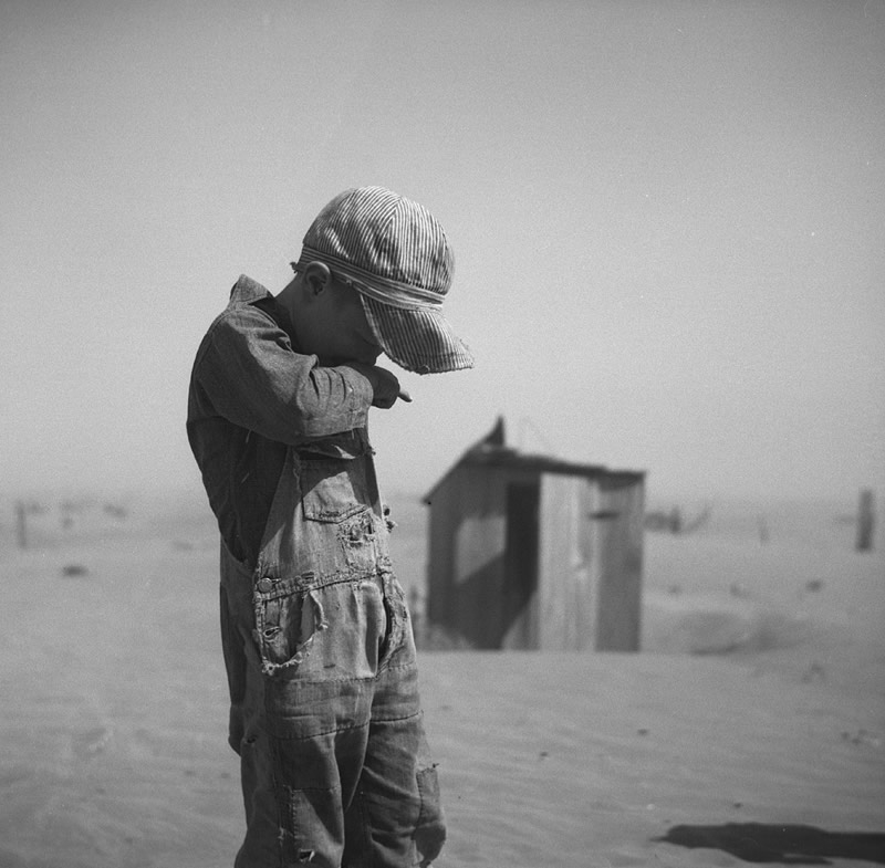 young boy in dust storm  Oklahoma  1936  Photo Arthur RothsteinDust Bowl Children