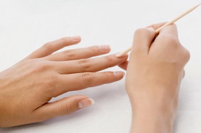 Prepare-the-Cuticle-French-Manicure