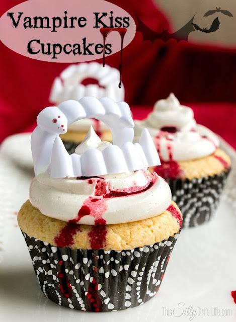 Halloween vampire kiss cupcakes