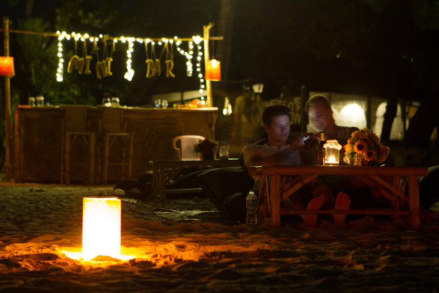 relaxing vibe, relaxed, Mini Bar Samui, couple, drinks, beanbags, chill, cute, romantic, holiday, honeymoon, romantic things to do on Koh Samui