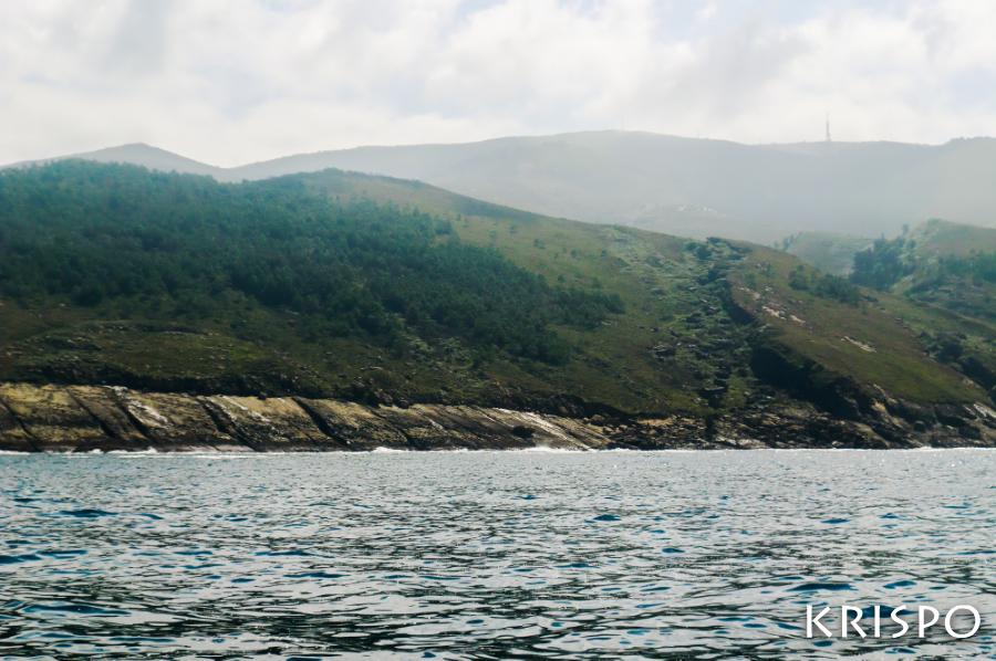 vista de la costa de jaizkibel desde el mar