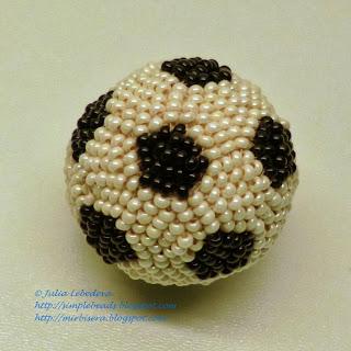 Плетение футбольного мяча из бисера