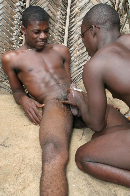 Amateur black girls spreading legs