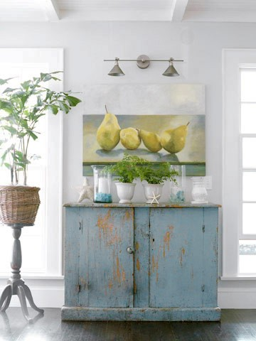 Rustic distressed furniture: Reclaimed wood diy ideas!