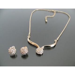 http://doklok.com.br/semi-joias/conjuntos/brincos-ouro-folheado-18k-top-de-vendas-feminino-pingente-conjunto
