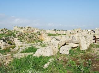 Reste der nördlichen Verteidigungsanlagen der Akropolis