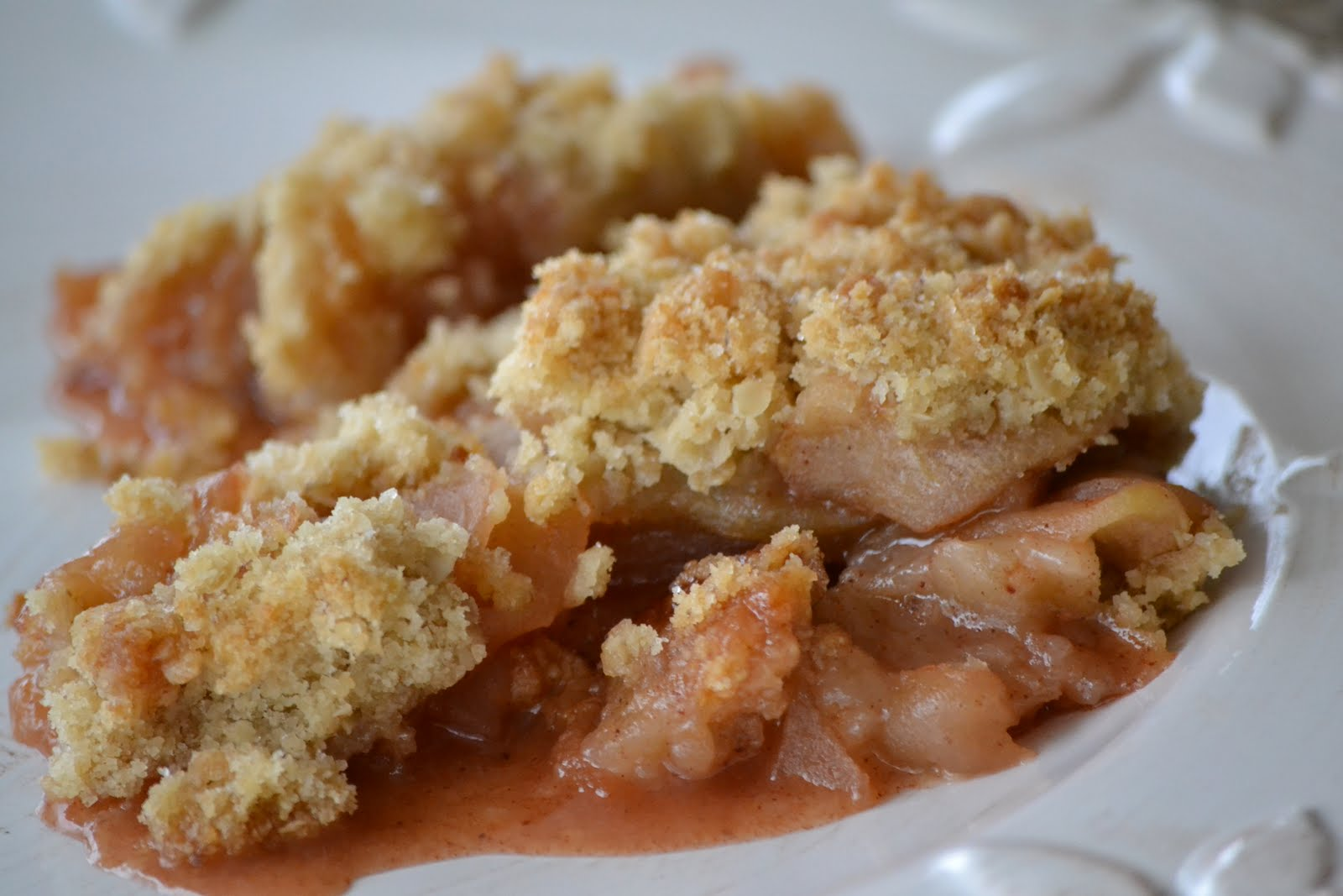 apple crisp is something i crave whenever i see a few lonely apples ...
