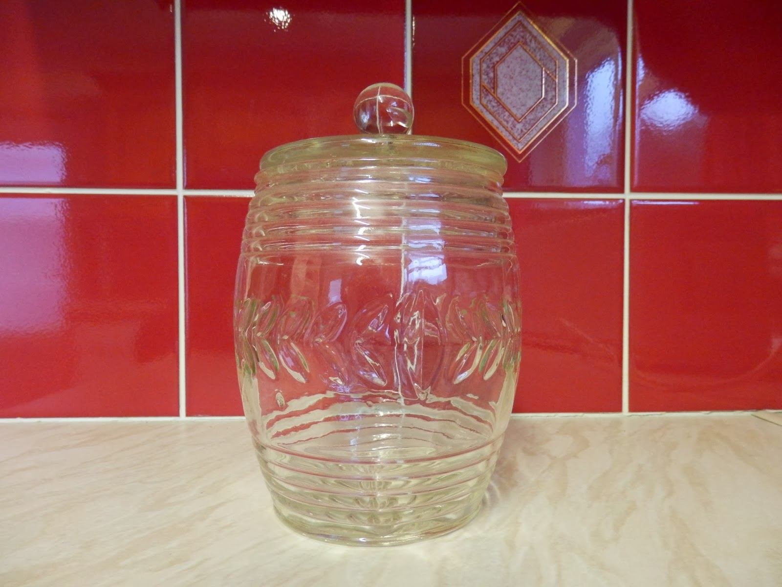 Glass biscuit barrel