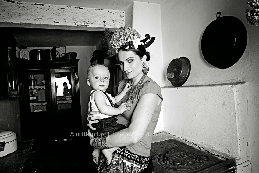 fotografia rodzinna, sesja zdjęciowa rodziny, profesjonalne studio fotograficzne, studio milkart, zdjęcia na chrzciny