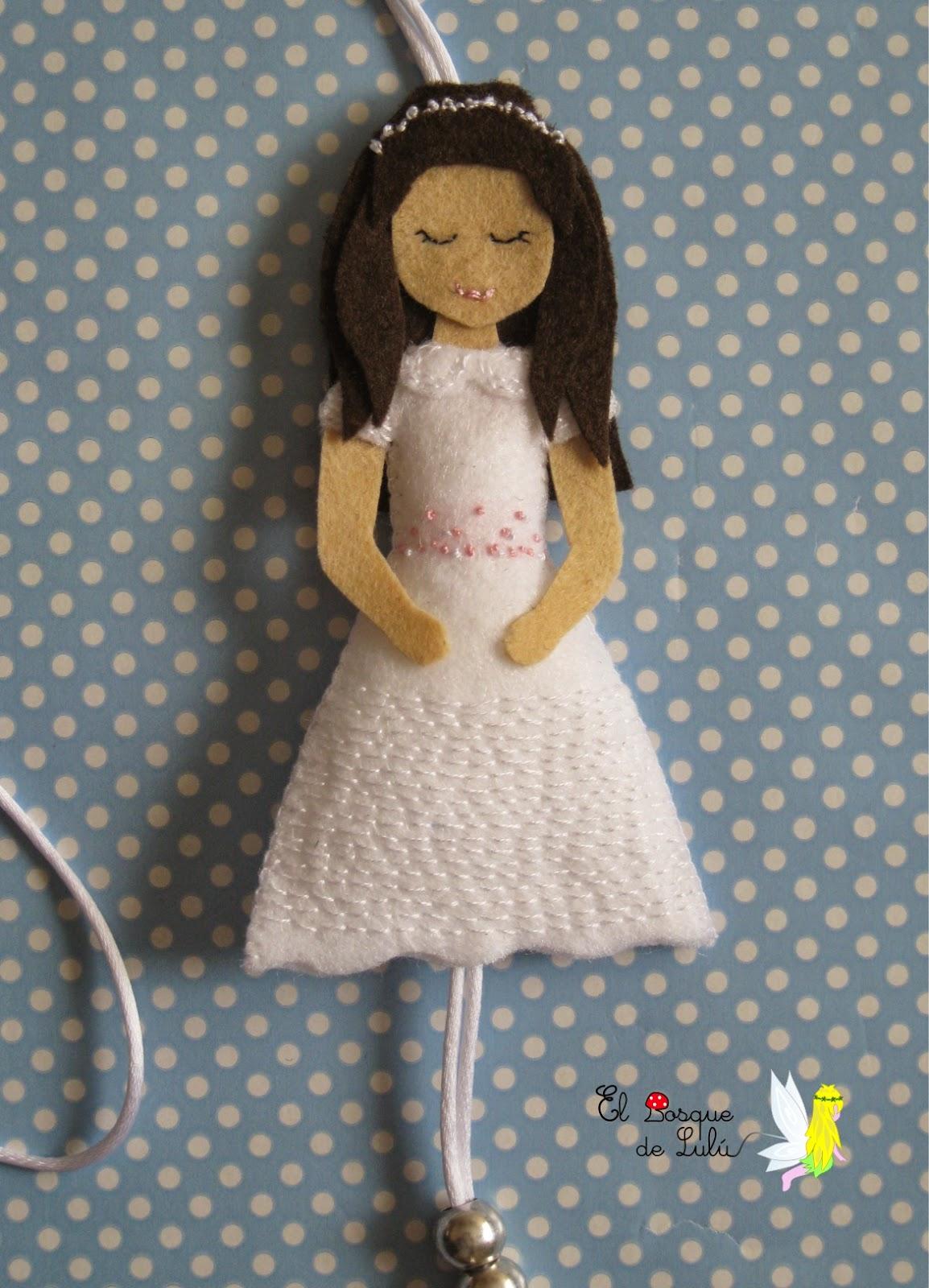 comunión-regalo-personalizado-fieltro-muñeca-collar
