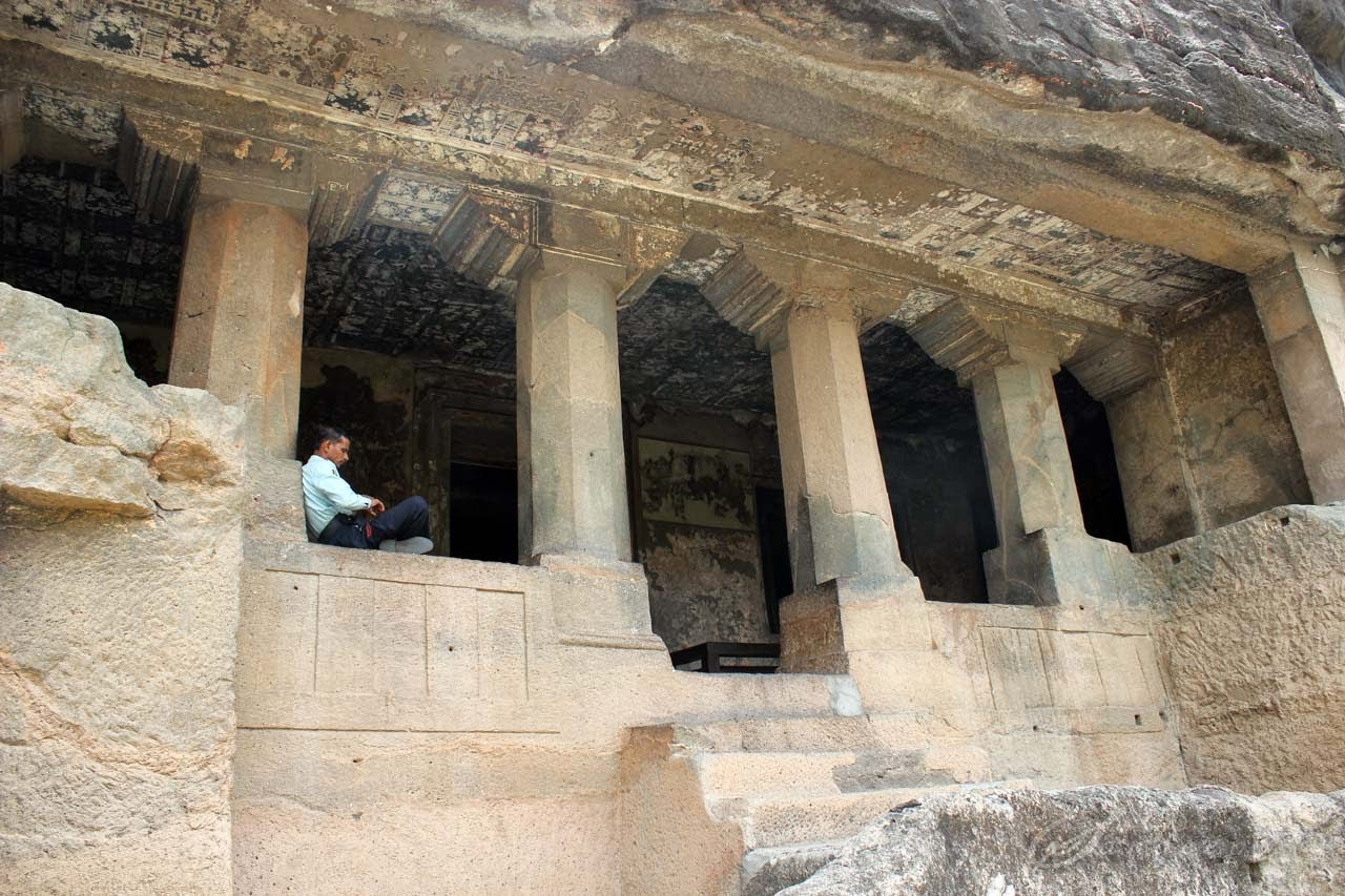 Paintings on the verandah at cave 11