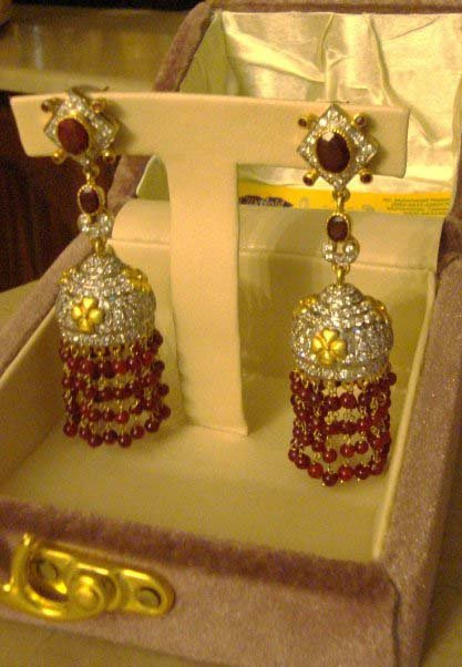 Beautiful elegant stylish Earings Collection june 2012