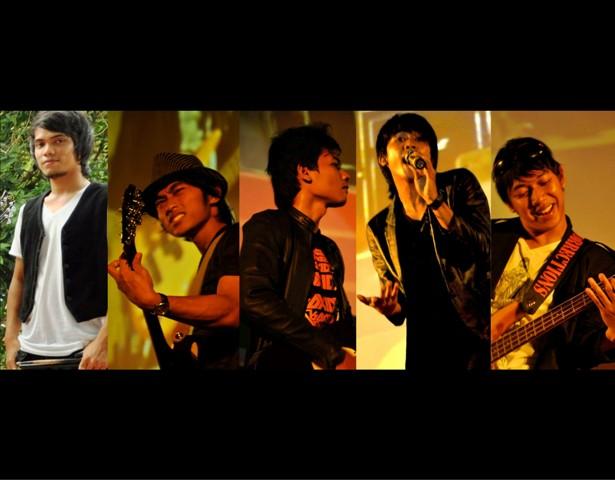 http://rifkirahmatullah.blogspot.com/2011/07/lagu-kau-sahabatku-varara.html