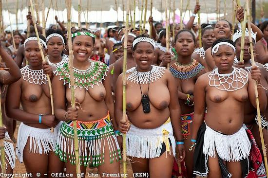 meninas negras com seios de fora