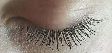 Maybelline-Colossal-Go-Extreme-Mascara-on-my-lashes