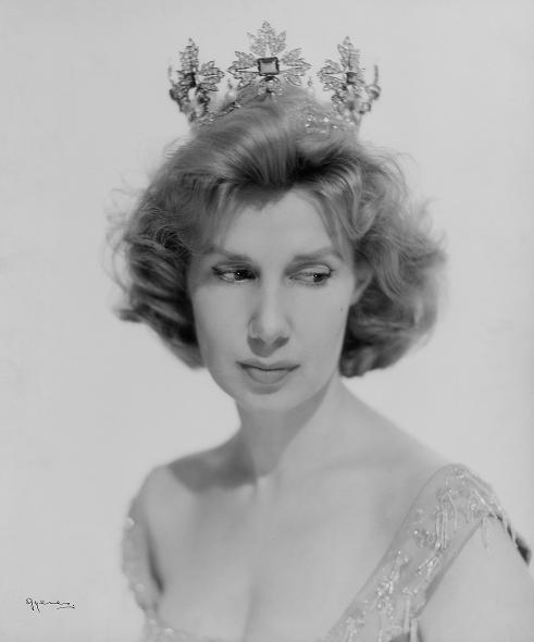 duchess_alba_1956 - September-December Romance Leads to the Altar - Love Talk
