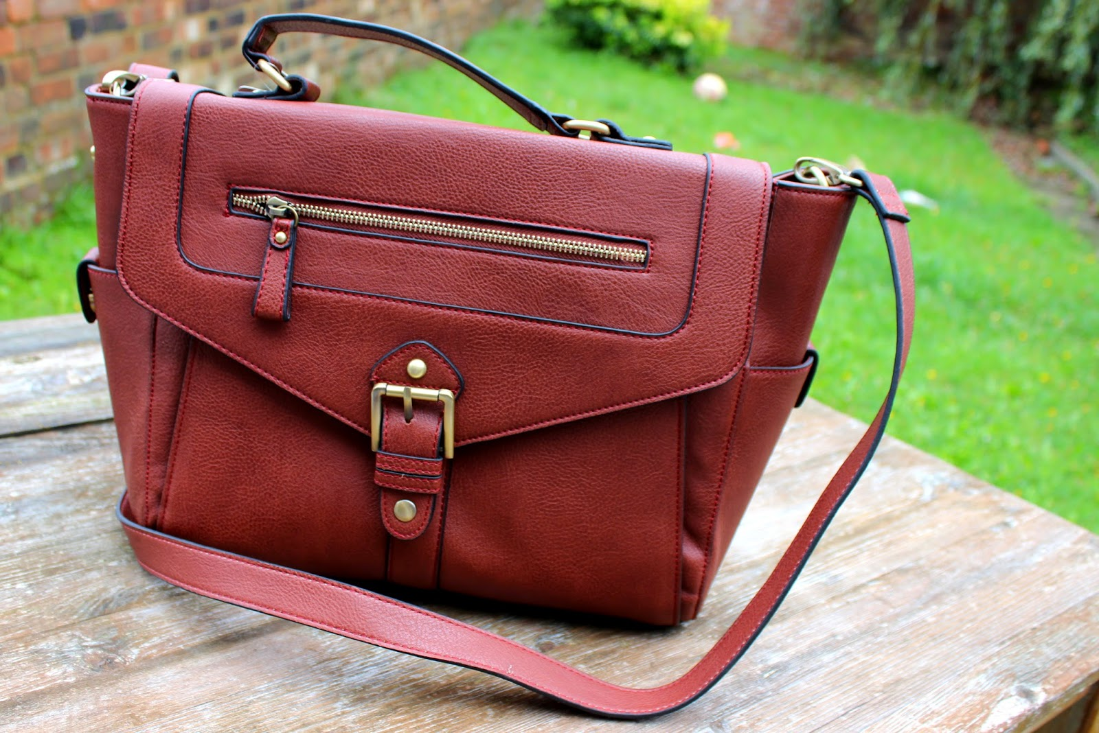 UK Lifestyle, Fashion & Beauty Blog: Accessorize - The Willesden Satchel  review