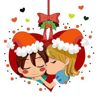 Pareja en navidad bajo el muérdago con corazones