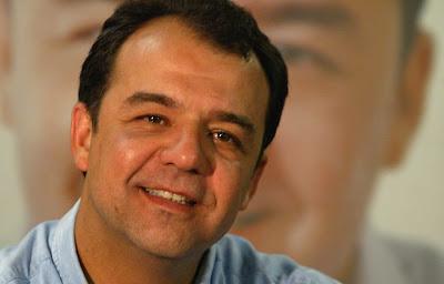 Sérgio Cabral manda proposta de lei para punir estabelecimentos 'homofóbico'