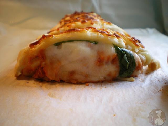 Stromboli fácil de pollo asado y mozzarella