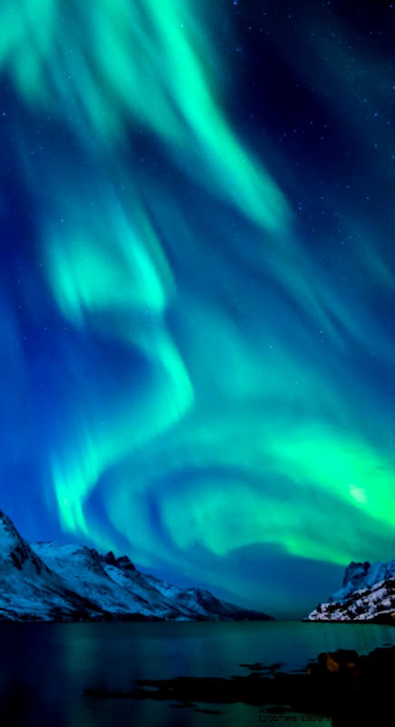 Download Wallpaper 750x1334 Northern lights Aurora borealis Uk