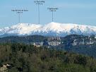 En primer terme Sant Bartomeu del Grau i al darrere el Pirineu