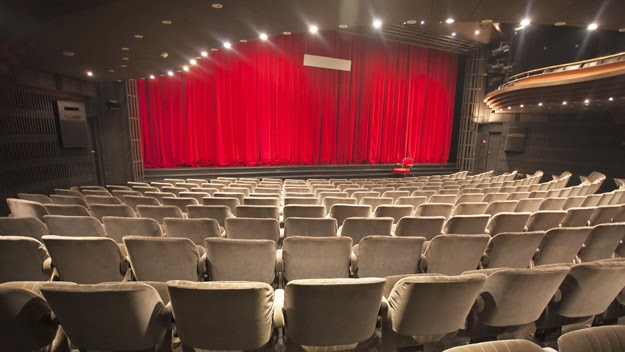 How to volunteer with five different theatres in Seattle.