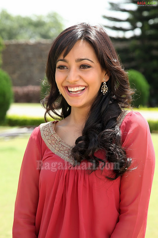 gallerybuzz neha sharma in pink jeans 2
