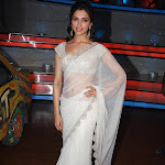 Deepika Padukone Looks Super Sexy In White Saree On The Sets Of 'Nach Baliye' Season 5