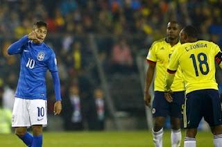 Algoz de Neymar na Copa do Mundo de 2014, o colombiano Camilo Zuñiga, responsável por acertar uma jolhada no brasileiro e tirá-lo do Mundo do ano passado, ouviu pouco e boas do camisa 10 na derrota da seleção brasileira para a Colômbia, por 1 a 0, na última quarta-feira. No duelo, disputado em Santiago, no Chile, e válido pela segunda rodada do Grupo B da Copa América, o craque foi flagrado em imagens do Canal+, da Espanha, disparando alguns xingamentos contra o rival, que o marcou e perseguiu durante os 90 minutos.