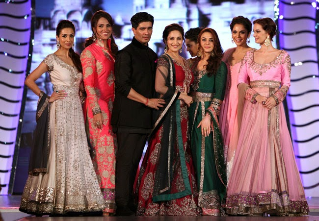 Bollwood actresses walk for manish malhotra,
