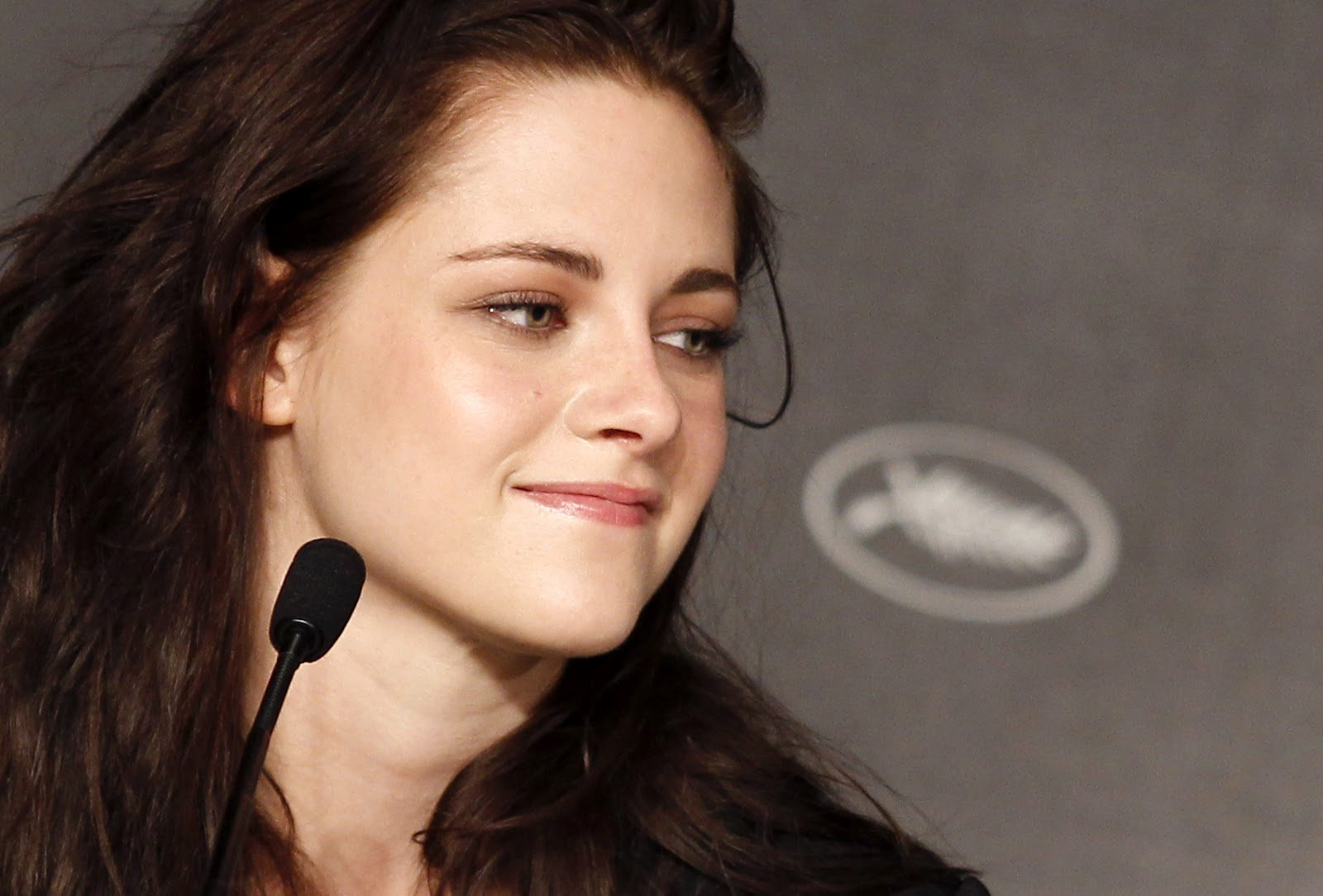 http://3.bp.blogspot.com/--LLsZ8N0Nww/T706zz7789I/AAAAAAAACTs/L_7yecBb3ic/s1600/Kstewartfans+Cannes+PC++%25285%2529.jpg