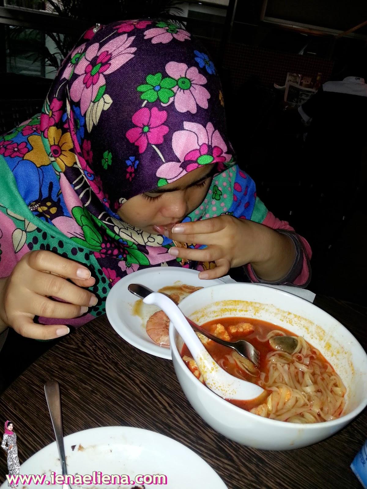 Minum petang di Secret Recipe Jalan Melaka