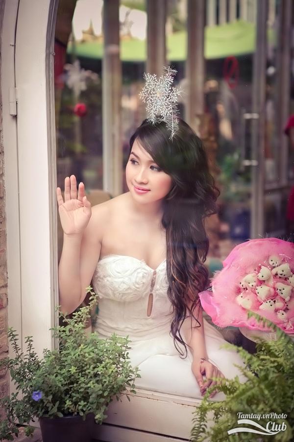 Hình ảnh đẹp thiếu nữ Joanna mặc áo cô dâu