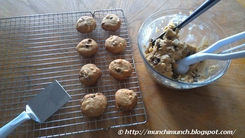 Double Chocolate Chip Cookies via http://munchimunch.blogspot.com/